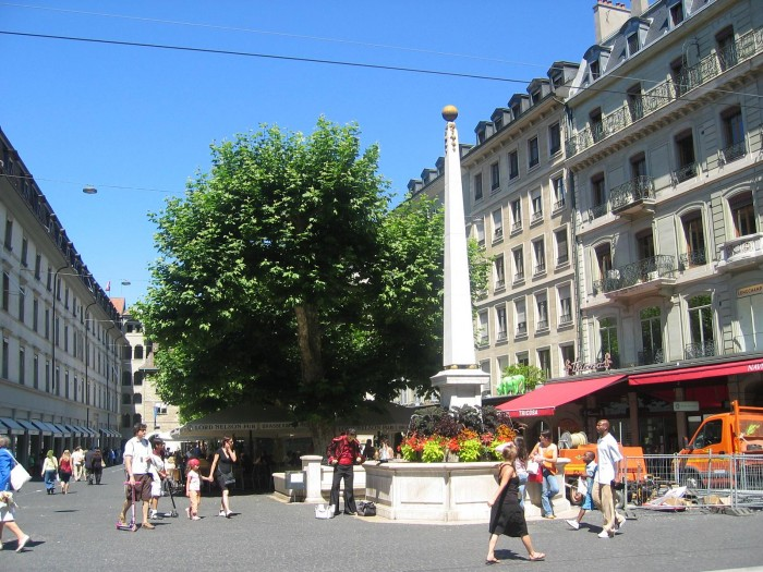 Place_du_Molard_Geneva,_July_2007.jpg